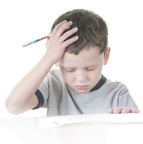 Schüler mit Kopfschmerz