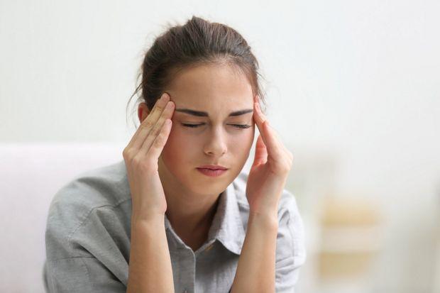 Kopfschmerz - Eines der vielfältigen Corona-Symptome